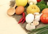 концепция приготовления пищи. продукты на деревянный стол — Стоковое фото