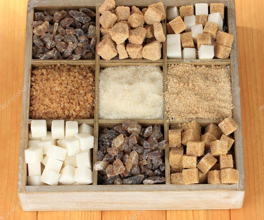 diff rents types de sucre dans une bo te en bois le gros. Black Bedroom Furniture Sets. Home Design Ideas