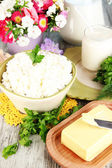 Fresh cottage cheese with greens on wooden table close-up — Stock Photo