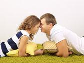 Giovane coppia felice a casa — Foto Stock