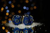 Schöne weihnachten-komposition auf tisch mit hellem hintergrund — Stockfoto