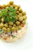 ロシアの伝統的なサラダ オリビエパニスは、クローズ アップ — ストック写真