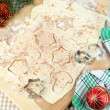 Making Christmas cookies on wooden board on tablecloth background — Stock fotografie