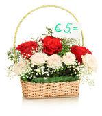 Buquê de flores frescas para venda isolado no branco — Foto Stock