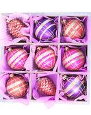 Krásná zabalený vánoční hračky, izolované na bílém — Stock fotografie