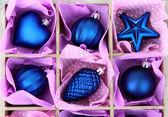 Beaux jouets de noël emballés, gros plan — Photo