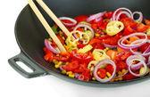 白で隔離される鍋に野菜 — ストック写真