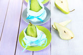 Pears in napkins on plates on wooden table close-up — Stockfoto