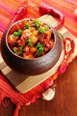Pimentão milho carne - comida mexicana tradicional, na panela, no guardanapo, no fundo de madeira — Foto Stock