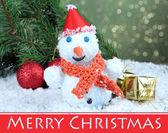 明るい背景に、美しい雪だるまやクリスマス装飾 — ストック写真