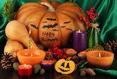 Composição para halloween com abóboras e velas close-up — Fotografia Stock