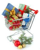 Regalos de navidad en el carrito de la compra — Foto de Stock