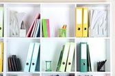 Ufficio scaffali con cartelle — Foto Stock
