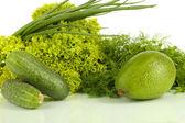 Légumes verts frais isolés sur blanc — Photo