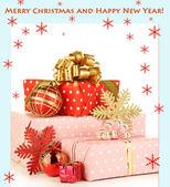 Presentes com decorações de natal, isoladas no branco — Foto Stock