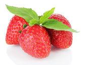 Bonbon fraise mûre isolé sur blanc — Photo