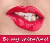 Bela maquiagem dos lábios de lustro vermelho glamour — Foto Stock