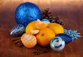 Christmas tangerines and Christmas toys on wooden table close-up — Zdjęcie stockowe