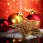bellissima composizione di Natale sulla tavola su sfondo luminoso — Foto Stock