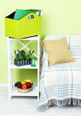 Magazines and folders in green box on shelf in room — Stock Photo