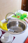Dishes drying near metal sink — Stock Photo