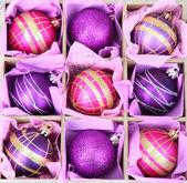 Hermosos juguetes de navidad envasados, aislados en blanco — Foto de Stock