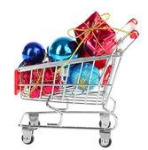 ショッピングトロリー、白で隔離されるのクリスマス プレゼント — ストック写真