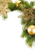 Schöne Weihnachts-Dekorationen auf Tanne isoliert auf weiss — Stockfoto