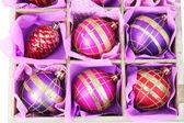 Krásné zabalený vánoční hračky, zblízka — Stock fotografie