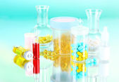 Medical bottles and pills on green background — Foto de Stock