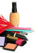 Hermoso maquillaje bolsa con cosméticos, aislado en blanco — Foto de Stock