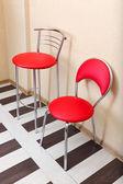 Beautiful interior with modern leather chairs on wood floor — Zdjęcie stockowe
