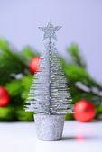 árbol de navidad decorativo, rama de árbol de abeto, aislado en blanco — Foto de Stock