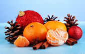 Christmas composition with tangerines on wooden table on blue background — Stock Photo