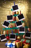 Fatto a mano in legno di abete con decorazioni di carta e natale foto vuota su fondo lucido — Foto Stock