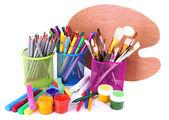 Composizione di vari strumenti creativi isolato su bianco — Foto Stock