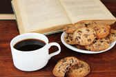 Cup of coffee with cookies and books — Stock Photo