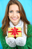 Beautiful smiling girl with gift — Stock Photo