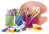 Composición de diversas herramientas creativas aislado en blanco — Foto de Stock