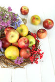 Juicy apples on white wooden table — Stockfoto