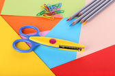 Colorful cardboard and scissors close-up — 图库照片