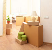 Empty room with stack of cartons: moving house concept — Foto Stock