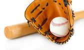 Baseball handske, bat och boll isolerad på vit — Stockfoto