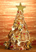 Beautiful christmas tree of dry lemons with decor, on shine background — Stock Photo