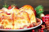 вкусные домашние рождественский пирог, на сером фоне деревянные — Стоковое фото