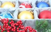 Krásné zabalený vánoční koule, zblízka — Stock fotografie