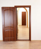 Open door in empty room — Stock Photo
