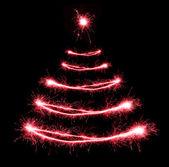 Noel ağacı şeklindeki maytap siyah arka plan üzerine — Stok fotoğraf