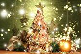Beautiful christmas tree of dry lemons with decor, on shine green background — Стоковое фото