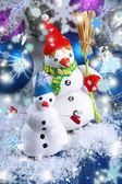 красивых снеговиков и рождественский декор, на светлом фоне — Стоковое фото
